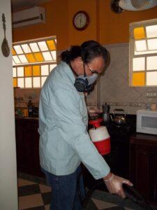 fumigando cocina
